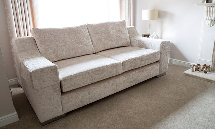 Bucharest Sofa: Classic Sofa Design.